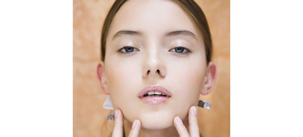 Как спрятать шрамы от акне с помощью макияжа?